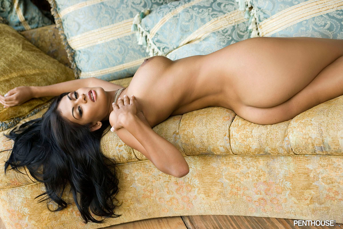 Галерея латиноамериканская девушка голая