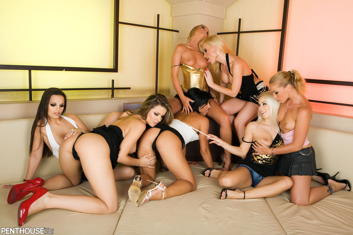 group-naked-of-sisters