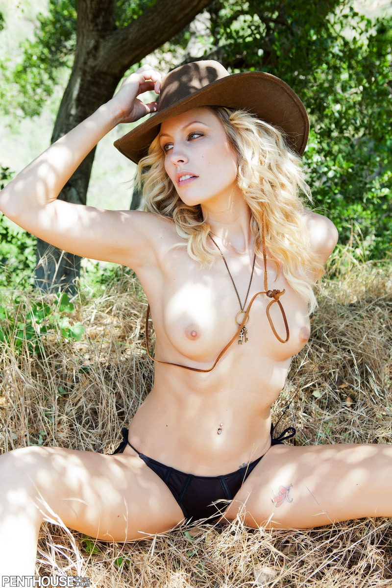 Express sexy blonde cowgirl nude